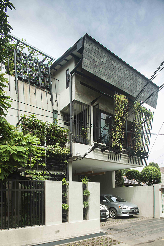 Beranda-House-by-sigit-kusumawijaya-_-architect---urbandesigner--copyright-photo-M--Ifran-Nurdin---ASRI--9383